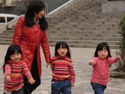 Brave mother fights cancer, enjoys Spring Festival with her triplets